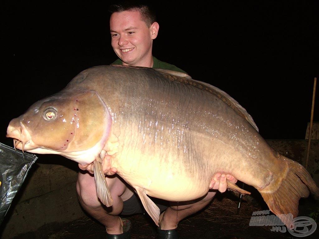 A találkozásunkat követően Imi már az első éjszaka sikerrel szákba terelte ezt a 24 kg-os tükröst