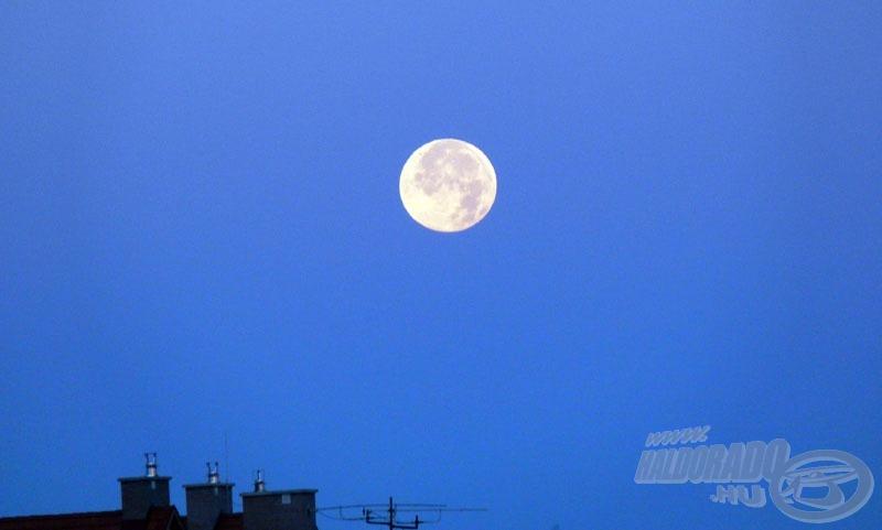 Új napra virradtunk... illetve új holdra virradtunk