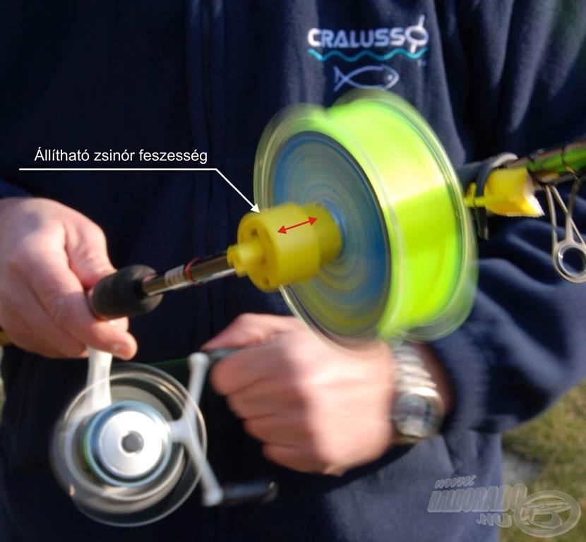 … felfűzzük rá a spulnit, majd a rugós megfogatás segítségével beállíthatjuk a zsinór feltekercselésének a feszességét