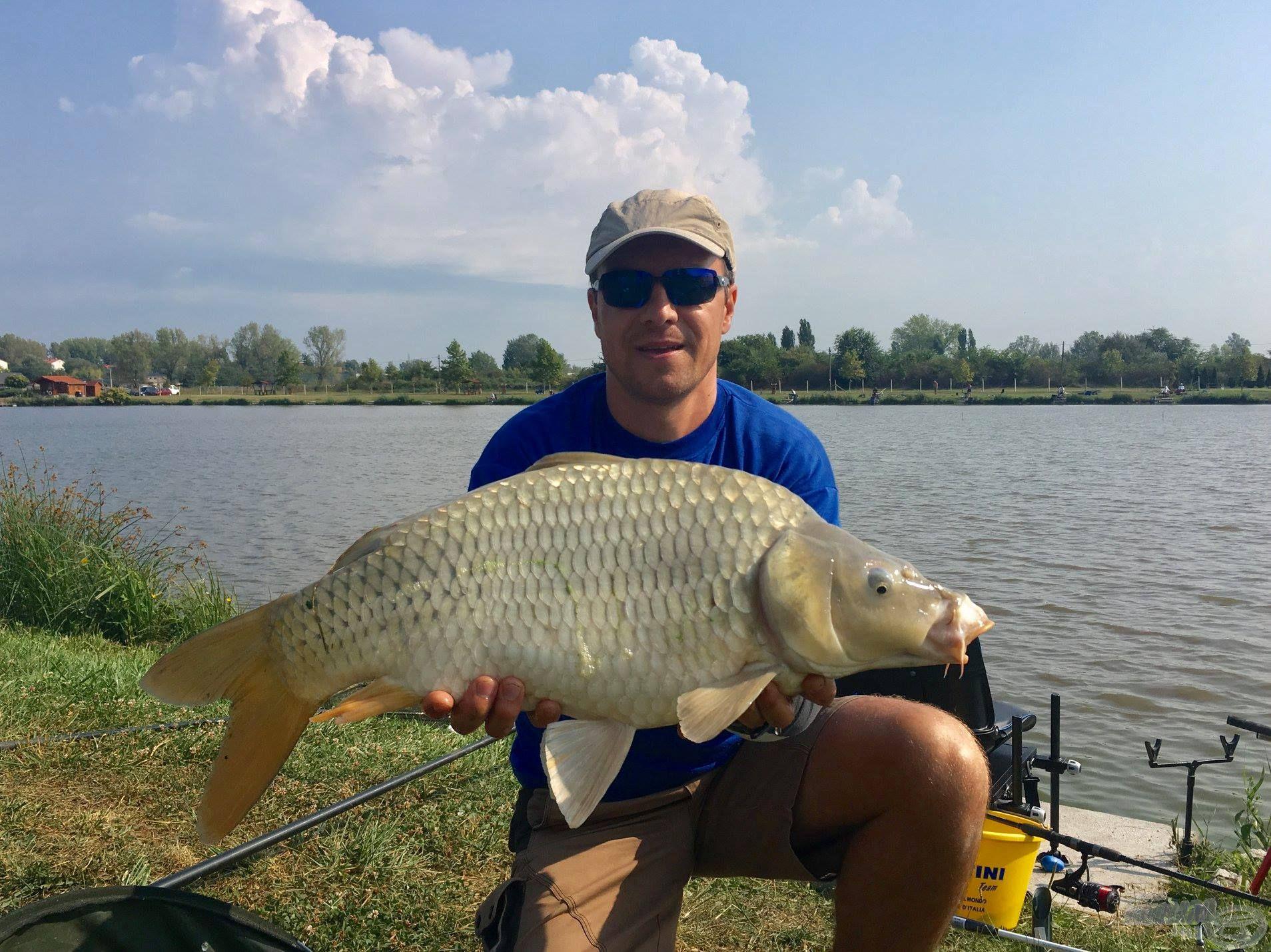 Pintér Zoltán jó gazdához méltón bánt a halakkal!