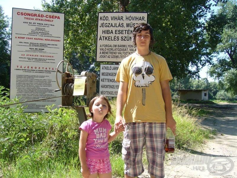 Hamaroson átkelünk a Tiszán