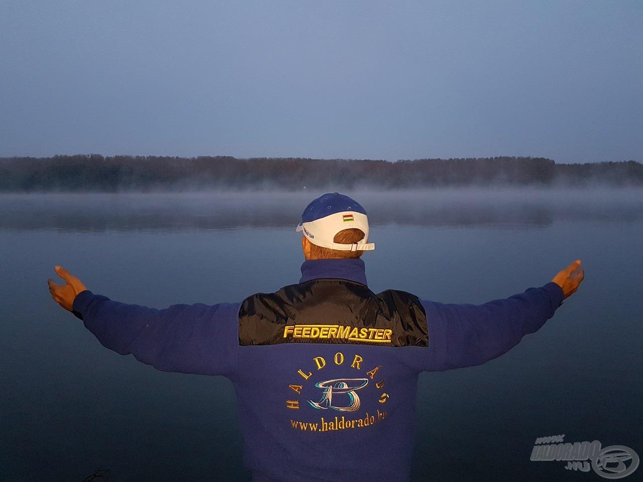 Nem tudok betelni a hajnali Duna csodálatos látványával