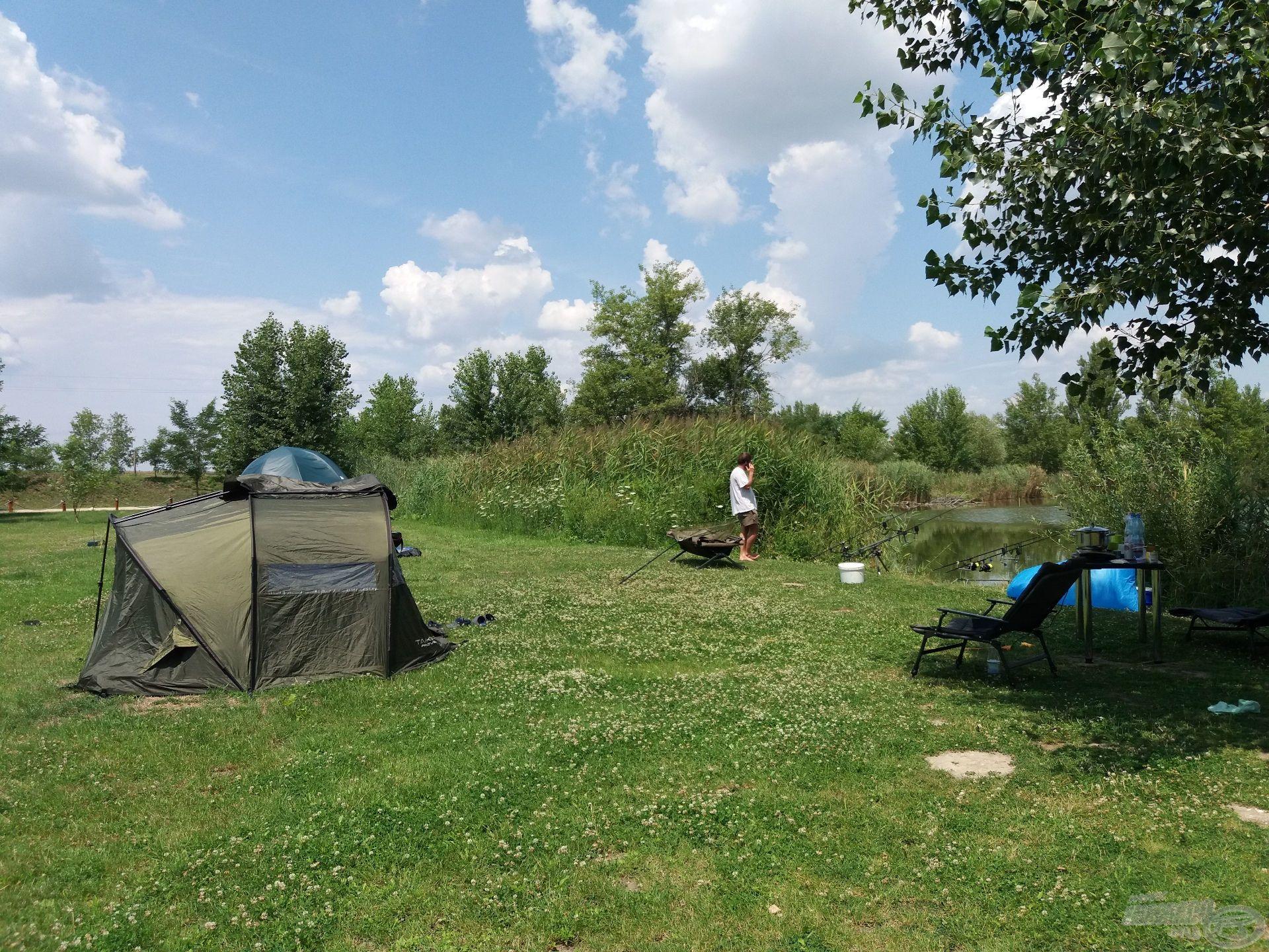 A délután folyamán a sátrakat is felállítottuk