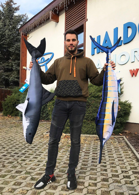 Farkas Szabi kezében megfordult már néhány nagy fogás, de a cápa-kardhal kombó számára is új élmény volt! :-)