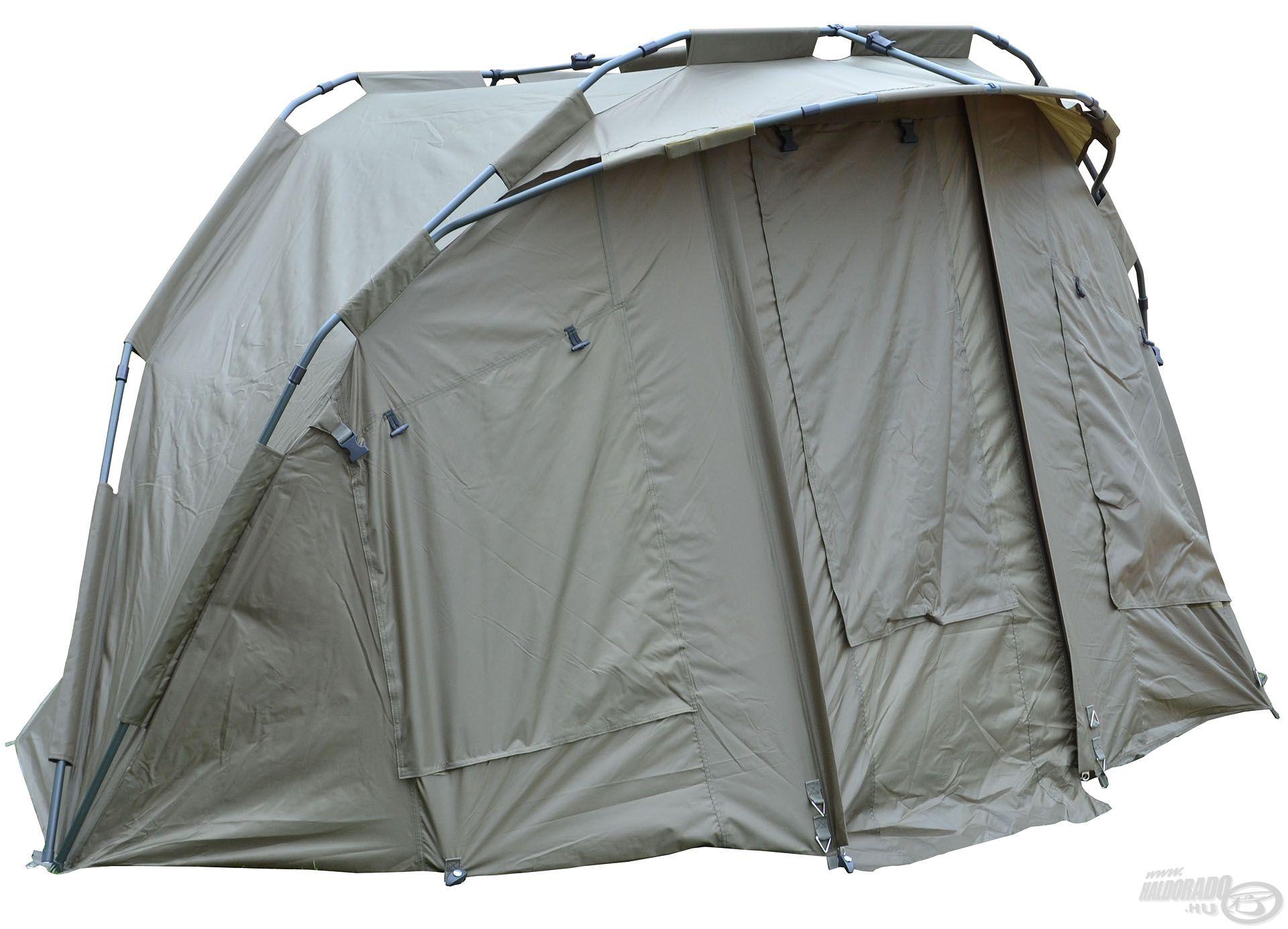 A sátor elején lévő szúnyoghálós szellőző ablakok természetesen külön-külön nyithatók és zárhatók