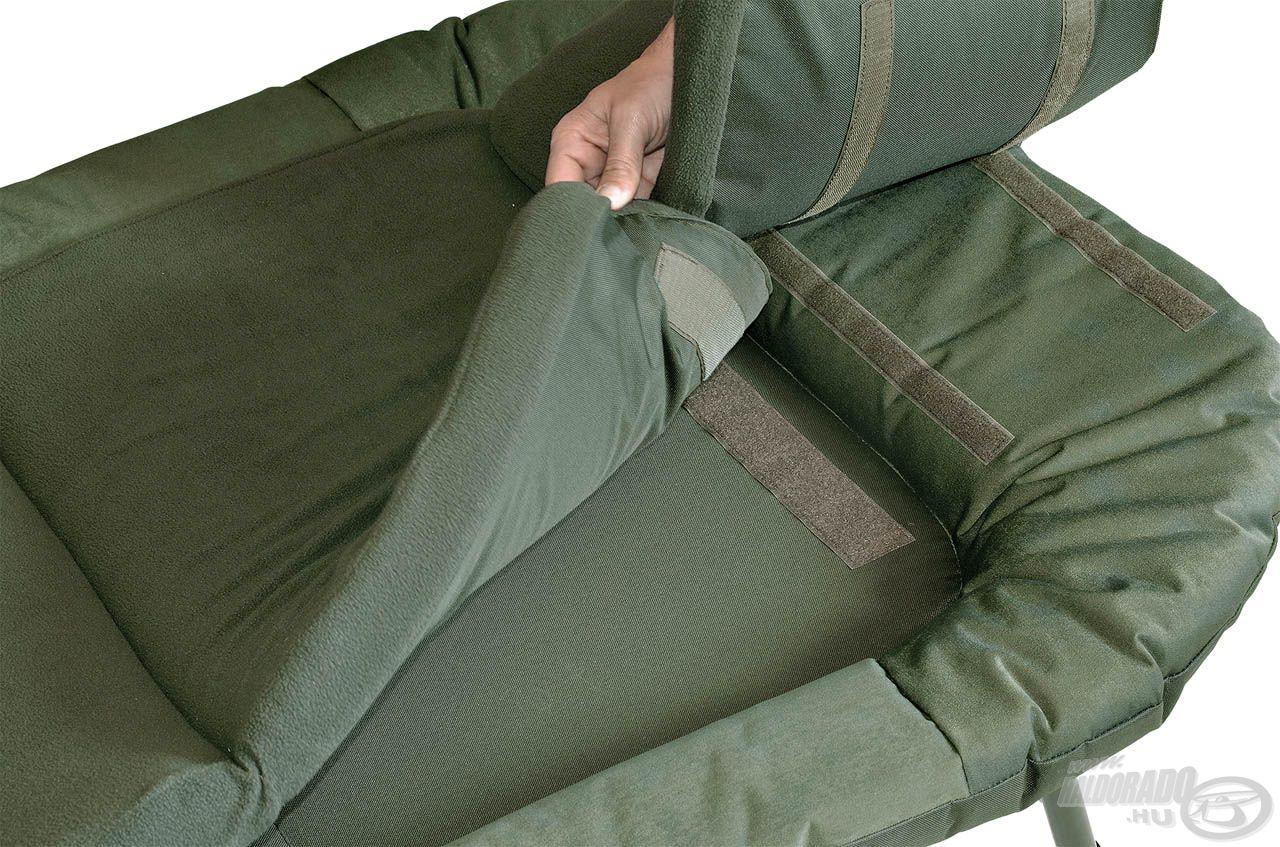A tépőzárral rögzíthető középső matrac elem és a kispárna magas minőségű plüss anyag felhasználásával készül