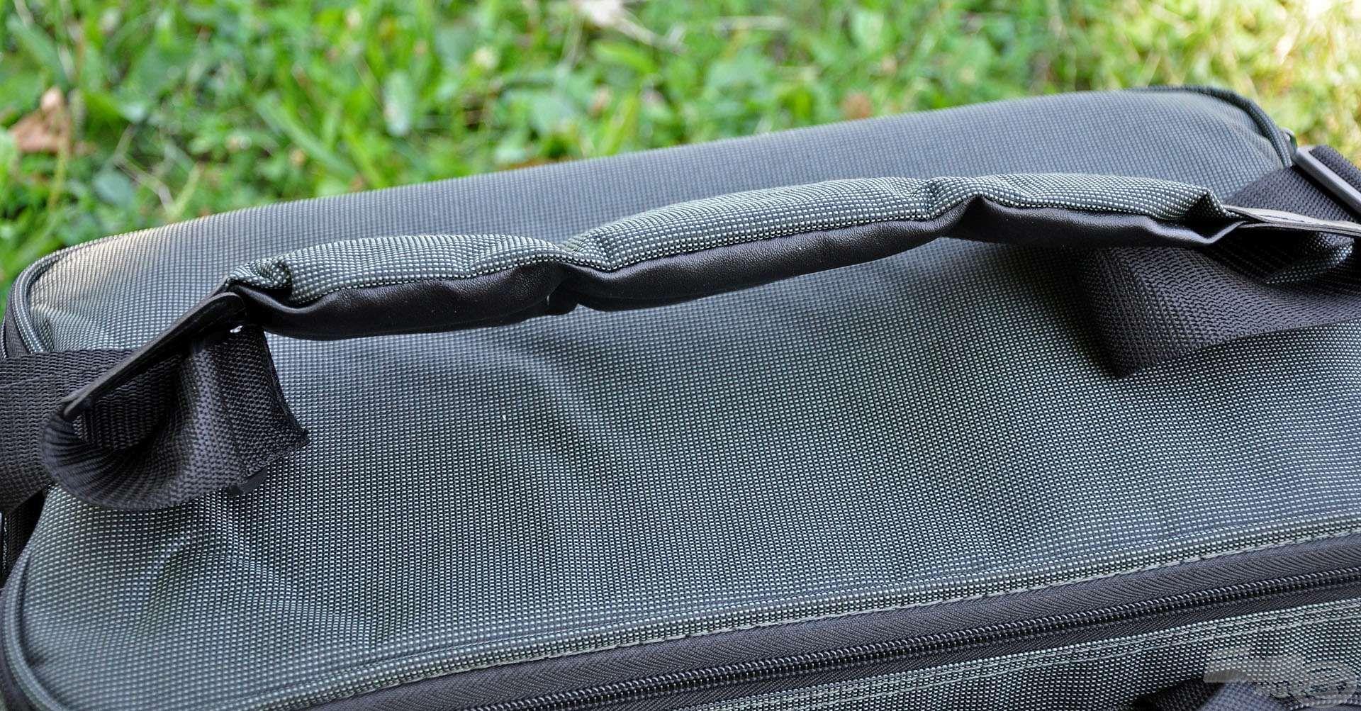 … de hosszabb távon a párnázott vállpántja kínál egyszerű és komfortos megoldást