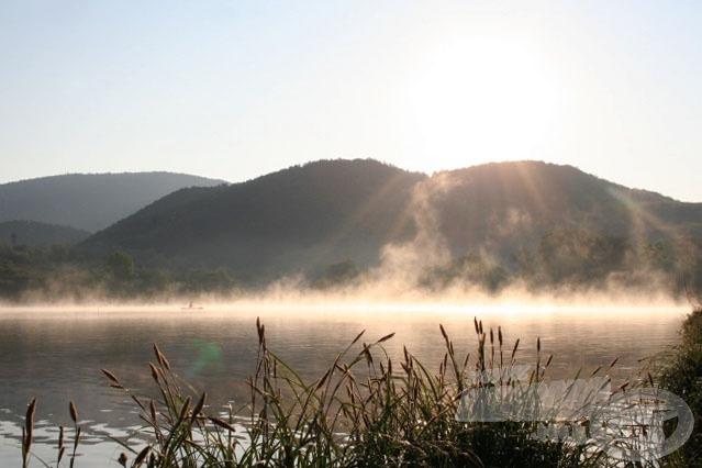Párás reggel a Háziréti-víztározón