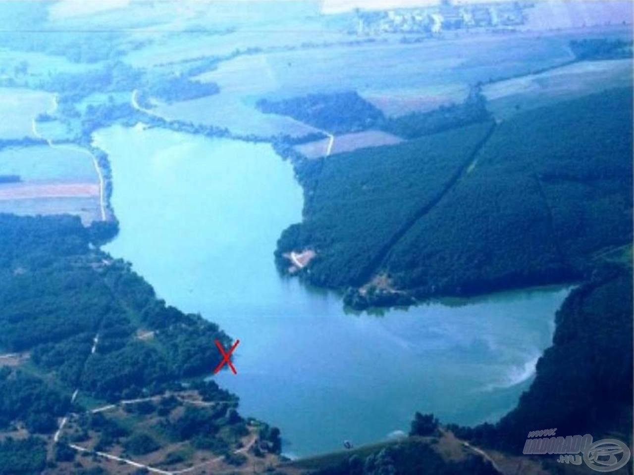 Horgászatunk helyszíne a Széki-tó. Piros X-szel jelöltem a helyet ahova leültünk