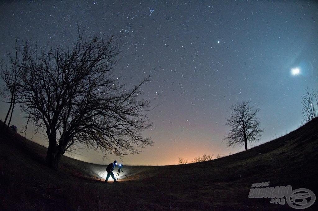 Egy éjszakai werkfotó (a képen Daróczi Csaba, aki 2012-ben az Év Természetfotósa lett)