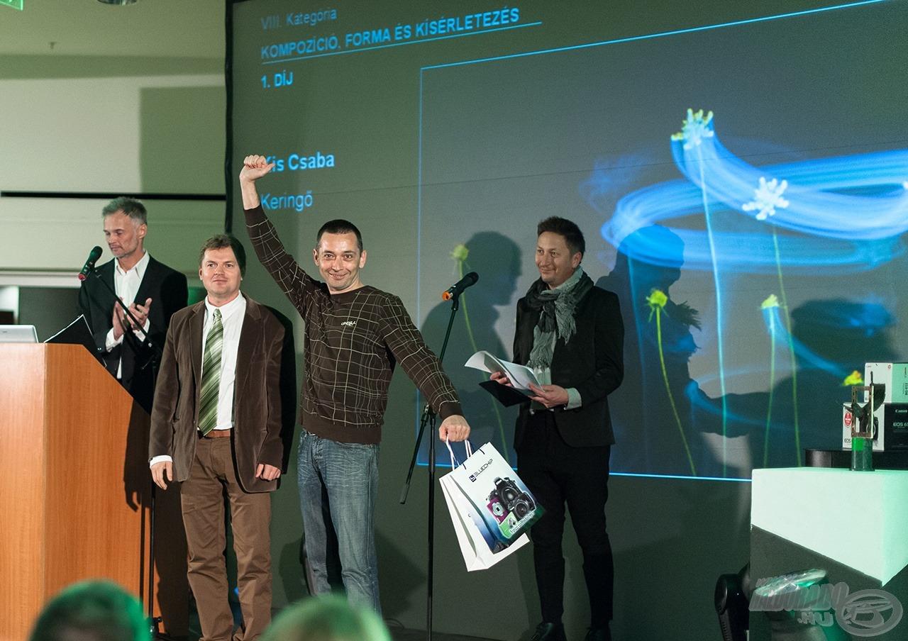 Kis Csaba Az Év Természetfotósa 2013 díjátadón a Keringő c. képével a Kompozíció, forma és kísérletezés kategória I. díját nyerte el!