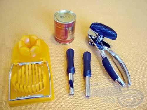 A csali előkészítéséhez szükséges kellékek: tojásszeletelő, csalilyukasztók, konzervbontó és egy löncshús konzerv