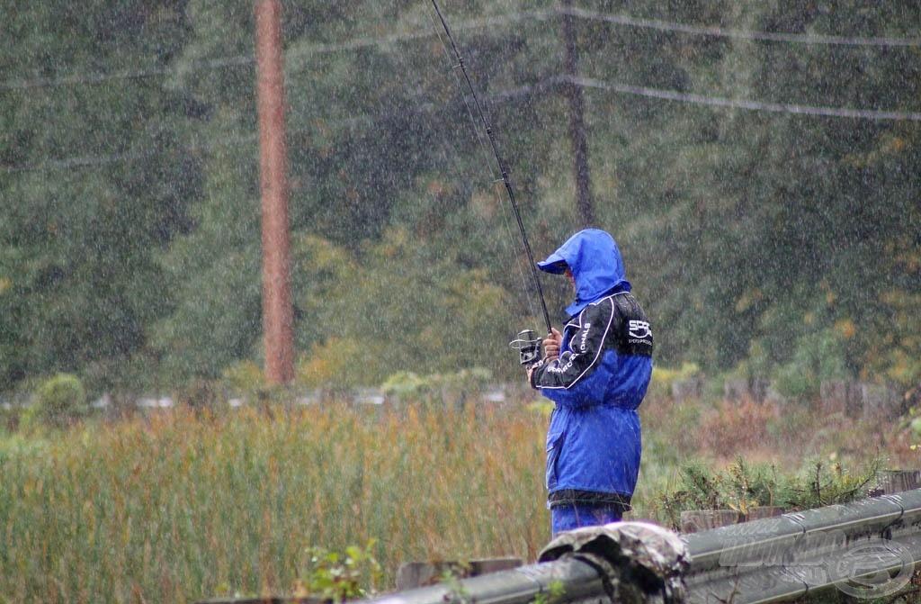 A rossz idő sem tántorít el a horgászattól