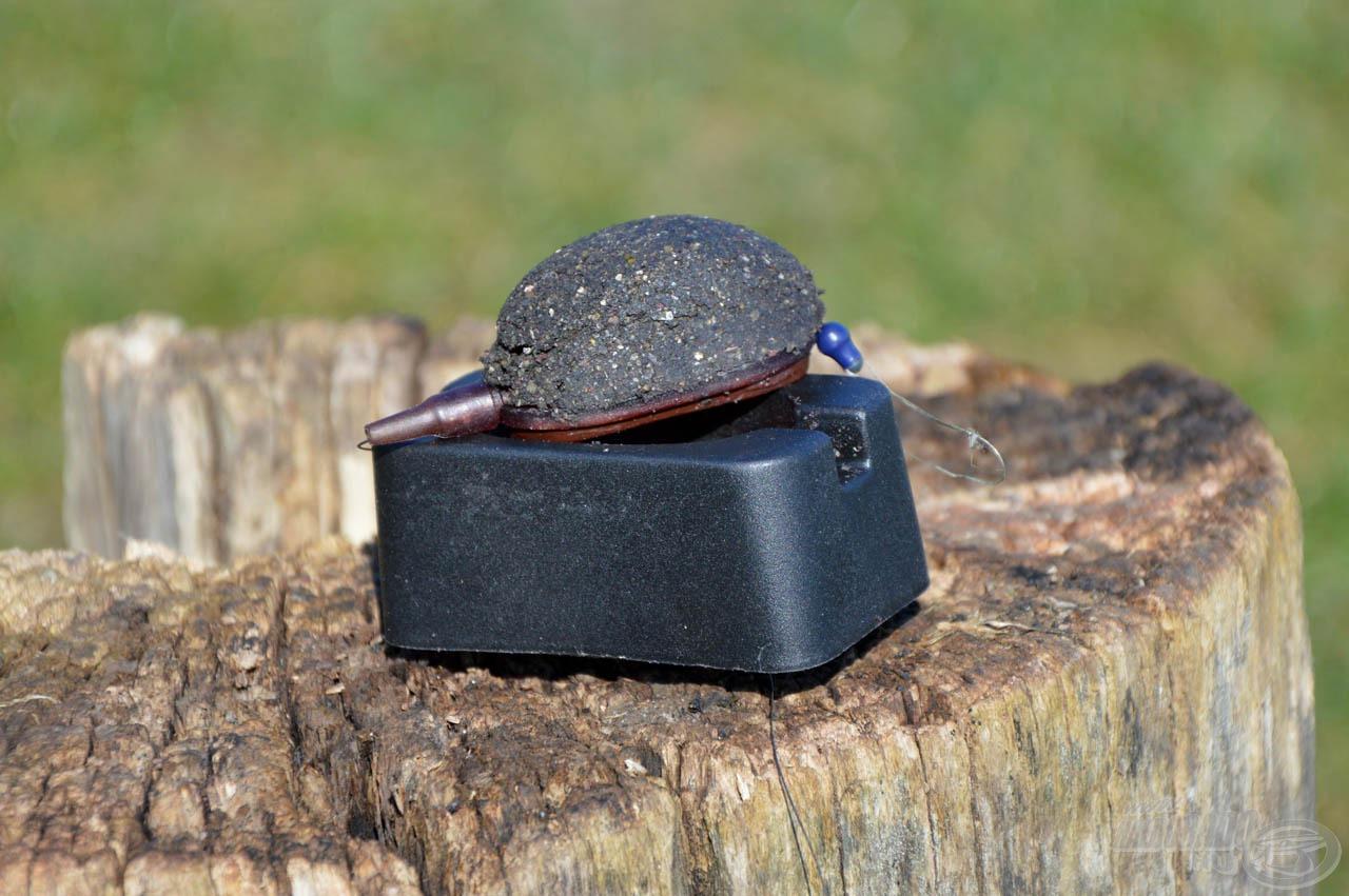 """5. lépés: A töltőszerszámon lévő gombot megnyomva a """"töltet"""" kiesik a szerszámból és máris bevethető"""