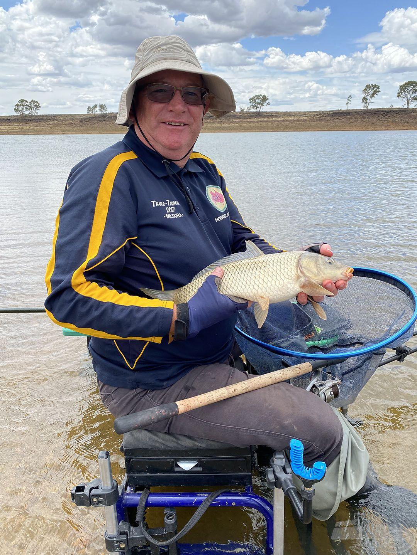 Howard partközeli horgászata csak az utolsó órában érett be, akkor fogott kettő kisebb pontyot