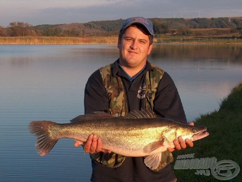 Legalább 64 kg halvacsora után...