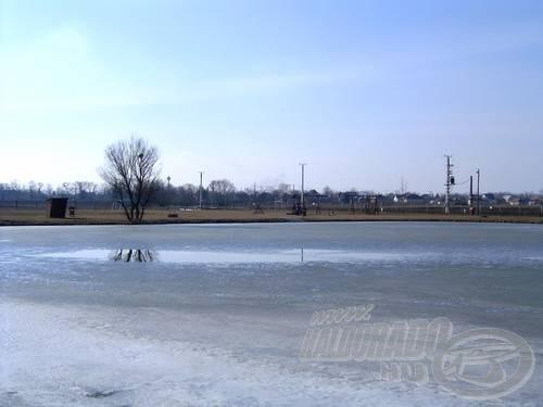 Kedvenc rakós tavamról is lassan eltűnik a jég, és utána reszkessetek halak!