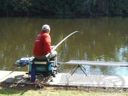 Középkategóriás láda alaptartozékokkal. Ennél a horgászatnál nem volt szükség a többi kiegészítőre