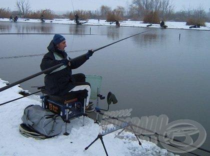 Téli horgászatoknál is előnyös használatuk, hiszen nem kell a hóba raknunk topjainkat