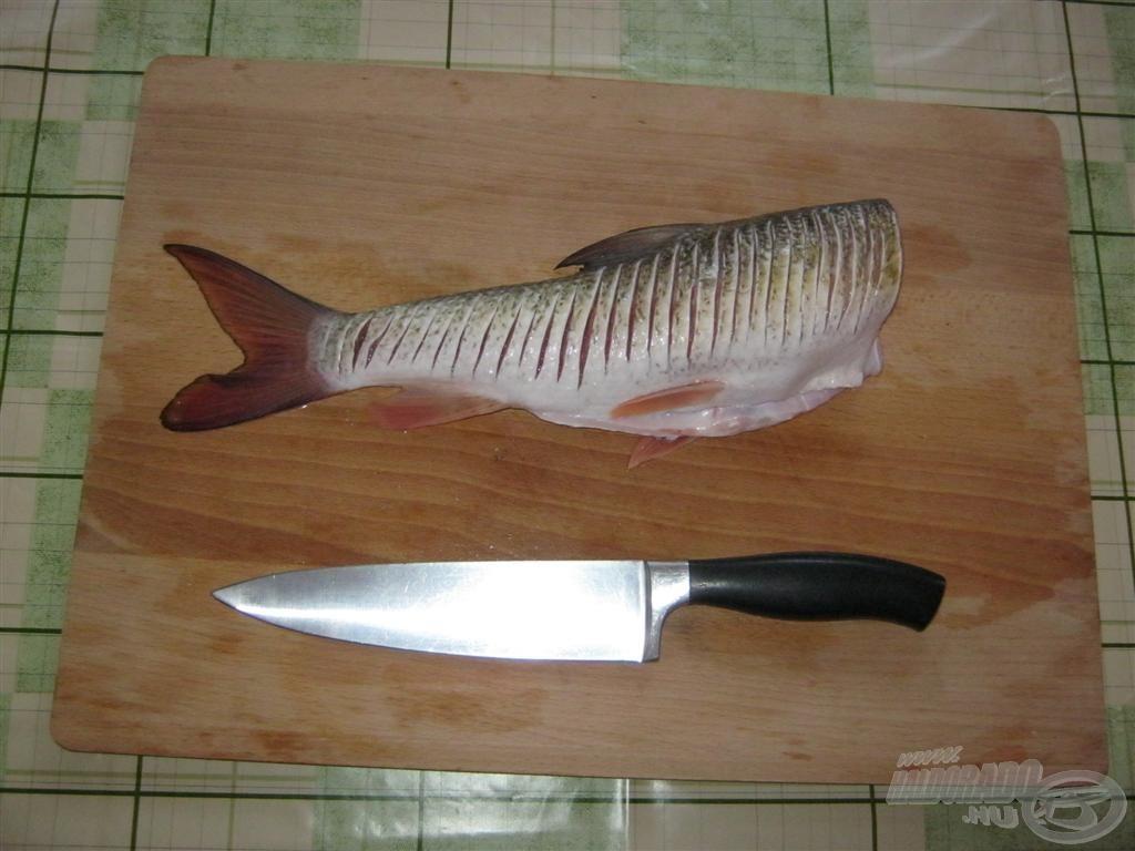 Amikor kiolvadt, megmosom és beirdalom. Egy éles kés, ilyenkor nagy kincsnek számít!