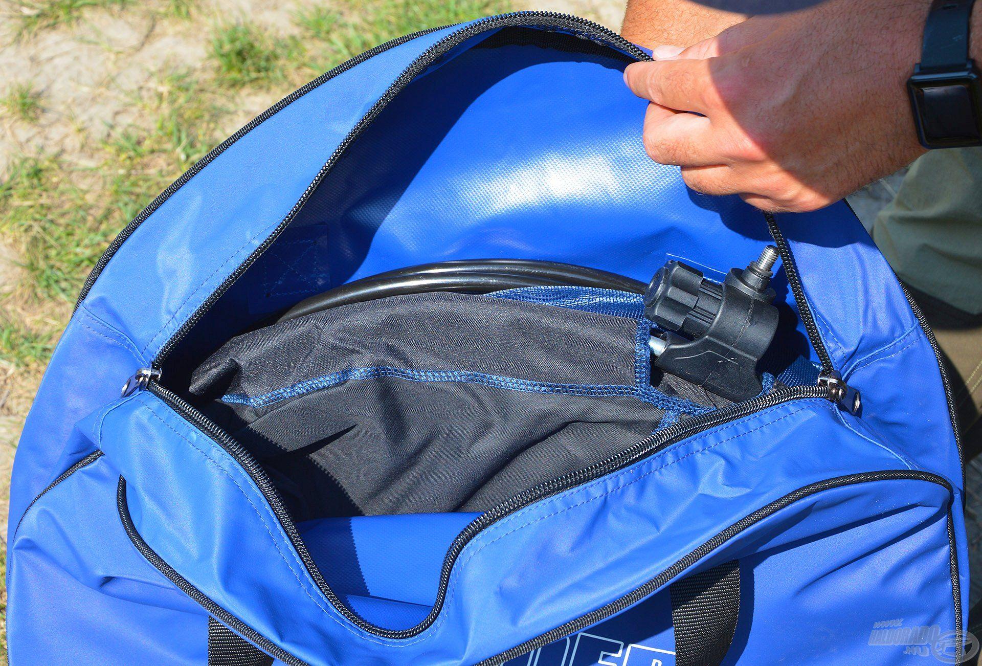 A száktartó táskák méretét úgy terveztük, hogy a legnagyobb méretű versenyszákokat is képesek legyenek befogadni