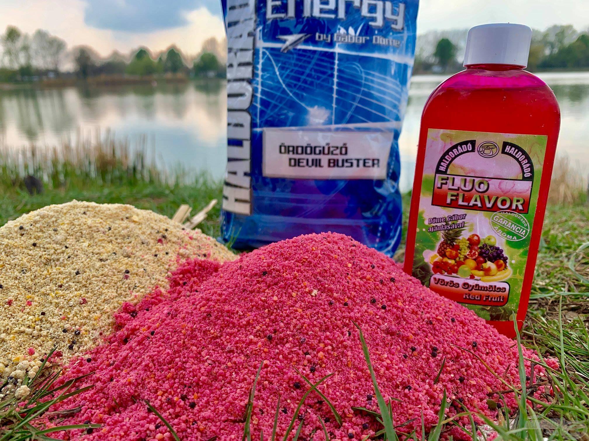 A Haldorádó Fluo Energy Ördögűző etetőanyagot két különböző módon kevertem be. Egy részét simán, vízzel, míg a másik felét Fluo Flavor Vörös Gyümölcs aromával. Ezt a kettőt váltogattam, ezekre érkezett a legtöbb kapás