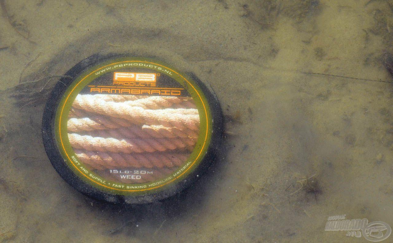 Színének köszönhetően jól rejtőzködik a tavak aljzatán