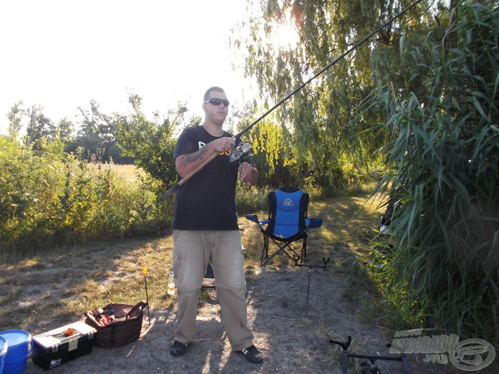 Megállt a bot a kezemben a berántás pillanatában, nagy halat sikerült akasztanom…
