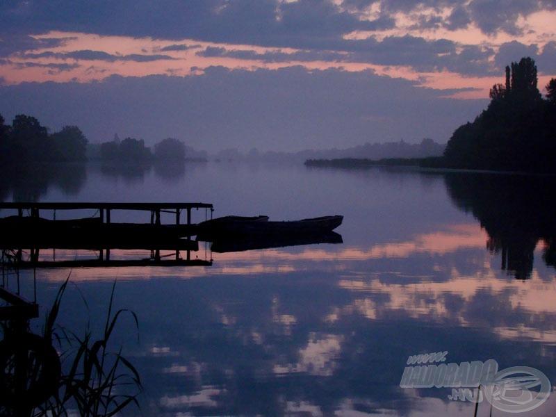 Párás hajnal, csend és nyugalom, mi kellhet még?