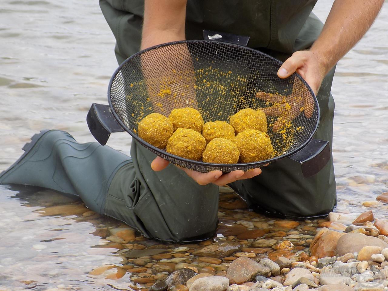 Folyókon, nagy halakra számítva kemény és tartalmas gombócokat gyúrjunk