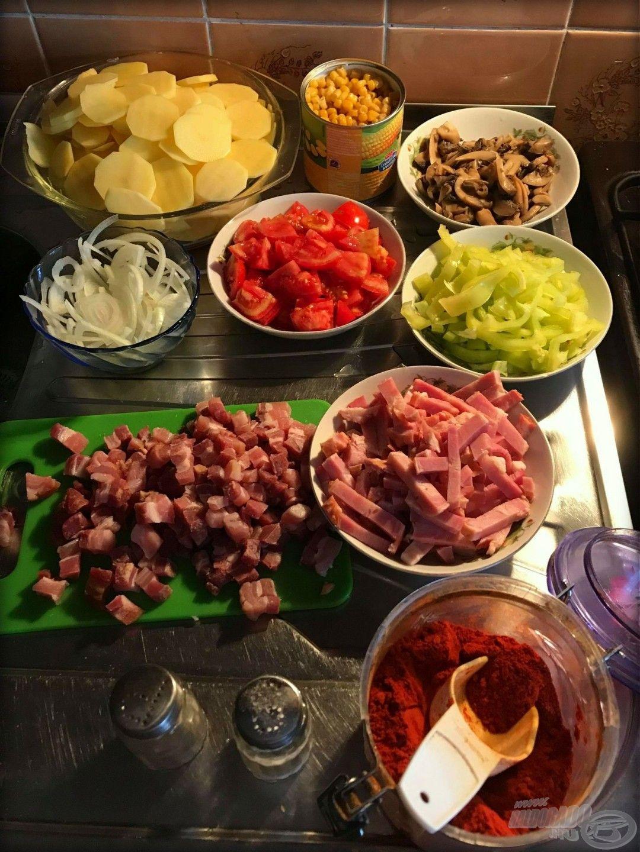 Hozzávalók: krumpli, füstölt szalonna, hagyma, paprika, paradicsom, gomba, csemegekukorica, végül pedig só, bors és fűszerpaprika ízlés szerint