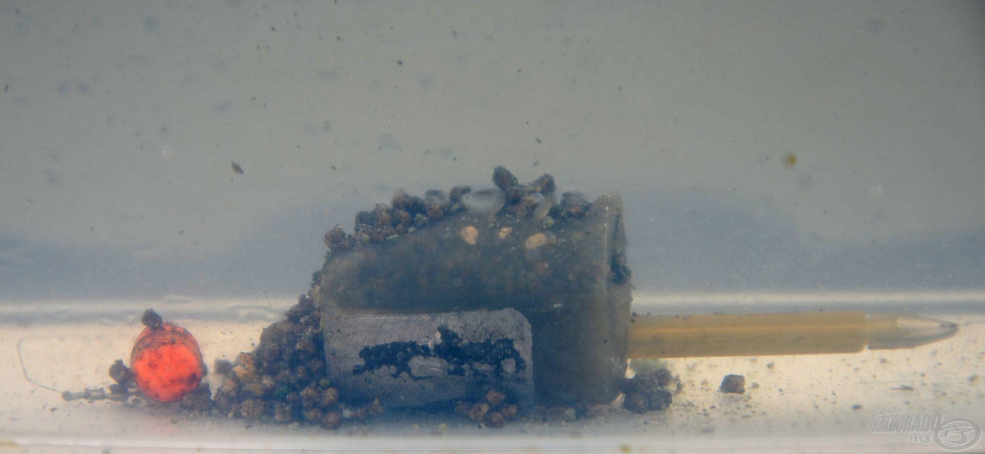 A Pellet Feedert (az angoloknál ez egy csőszerű kosarat jelent) 3 méter feletti, kifejezetten mély tavakban célszerű használni