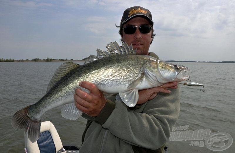 Azért Adriánnak is jutott egy szép hal erre a napra