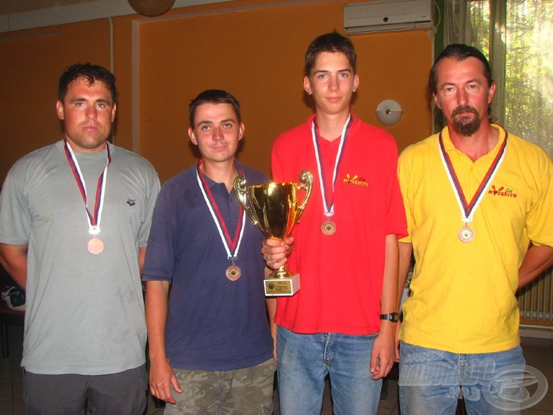 A bronzérmes kecskeméti Mosquito csapat…
