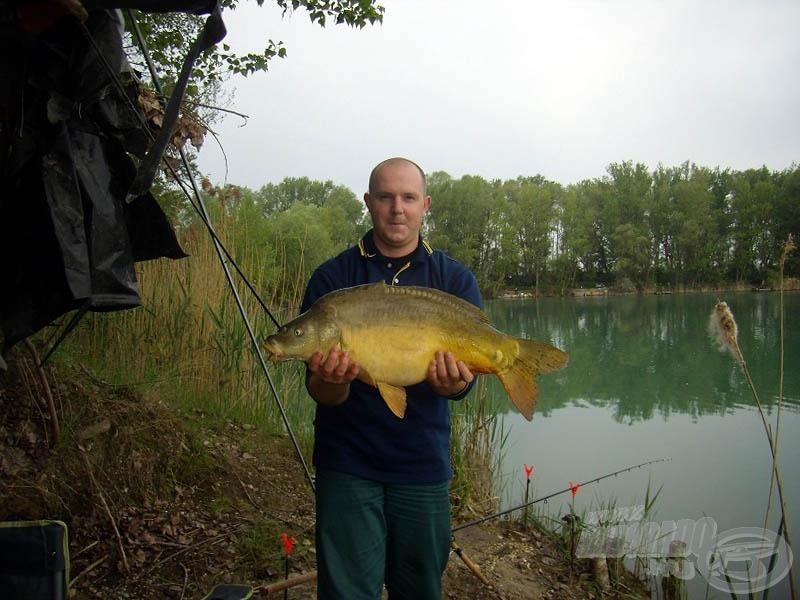 A 6,40 kg-os tükrös a bokor mellől :-)