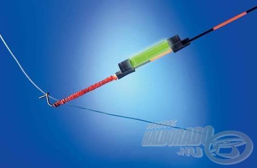 A világítópatron rögzítése - egyben példa a zsinórvezetésre zárt felkapókaros horgászatnál