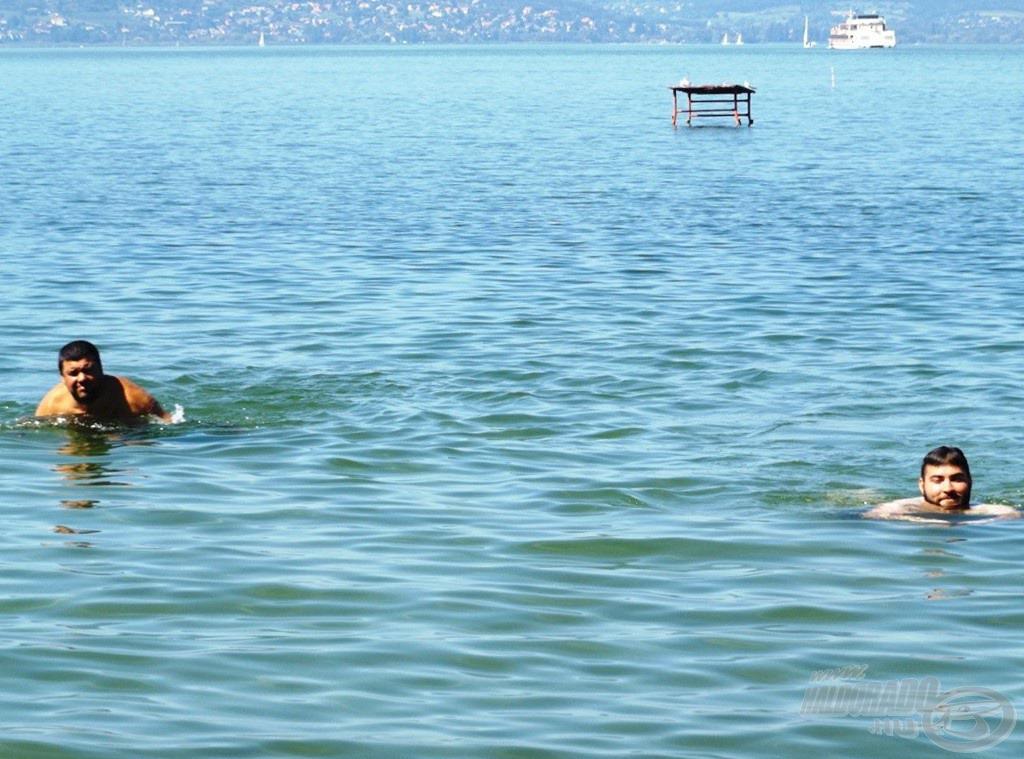 Egy nagyon kis kört úsztunk csak a hűs habokban
