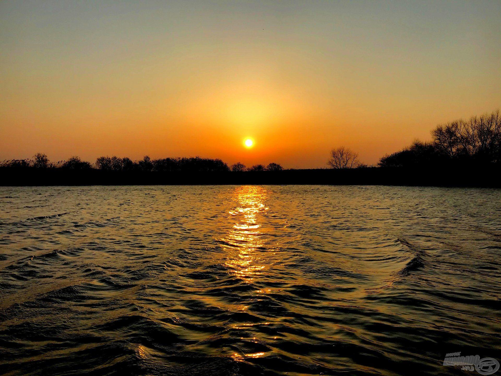 A vízparton a legszebb a hajnal