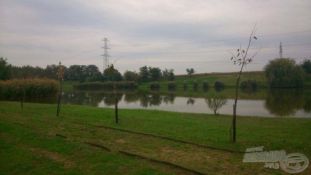 Igényesen kiépített tópart várja a horgászokat