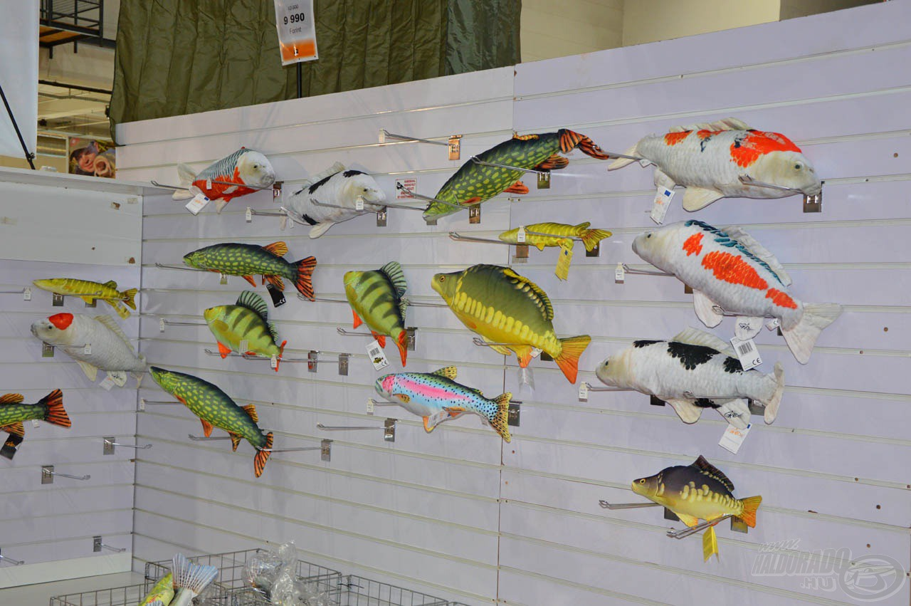 A hal formájú párnák nagyon népszerű ajándékok