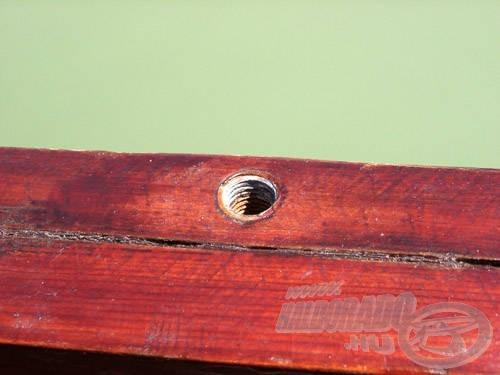 A dörzslécbe süllyesztett csavarmenetes hüvelyek sokféle bottámasz rögzítésére adnak lehetőséget
