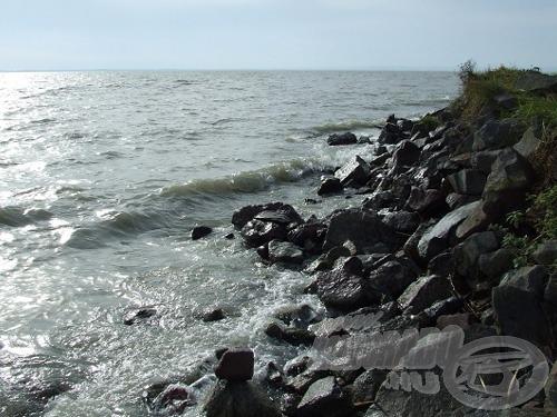 A hullámtörő gátak környéke nyáridőben jó horgászhely lehet…