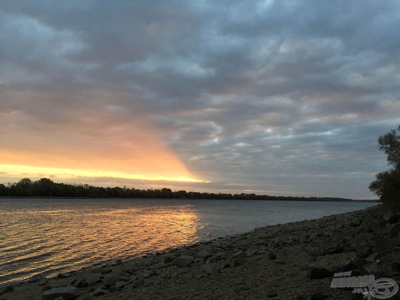 A felkelő nap már a parton talált minket