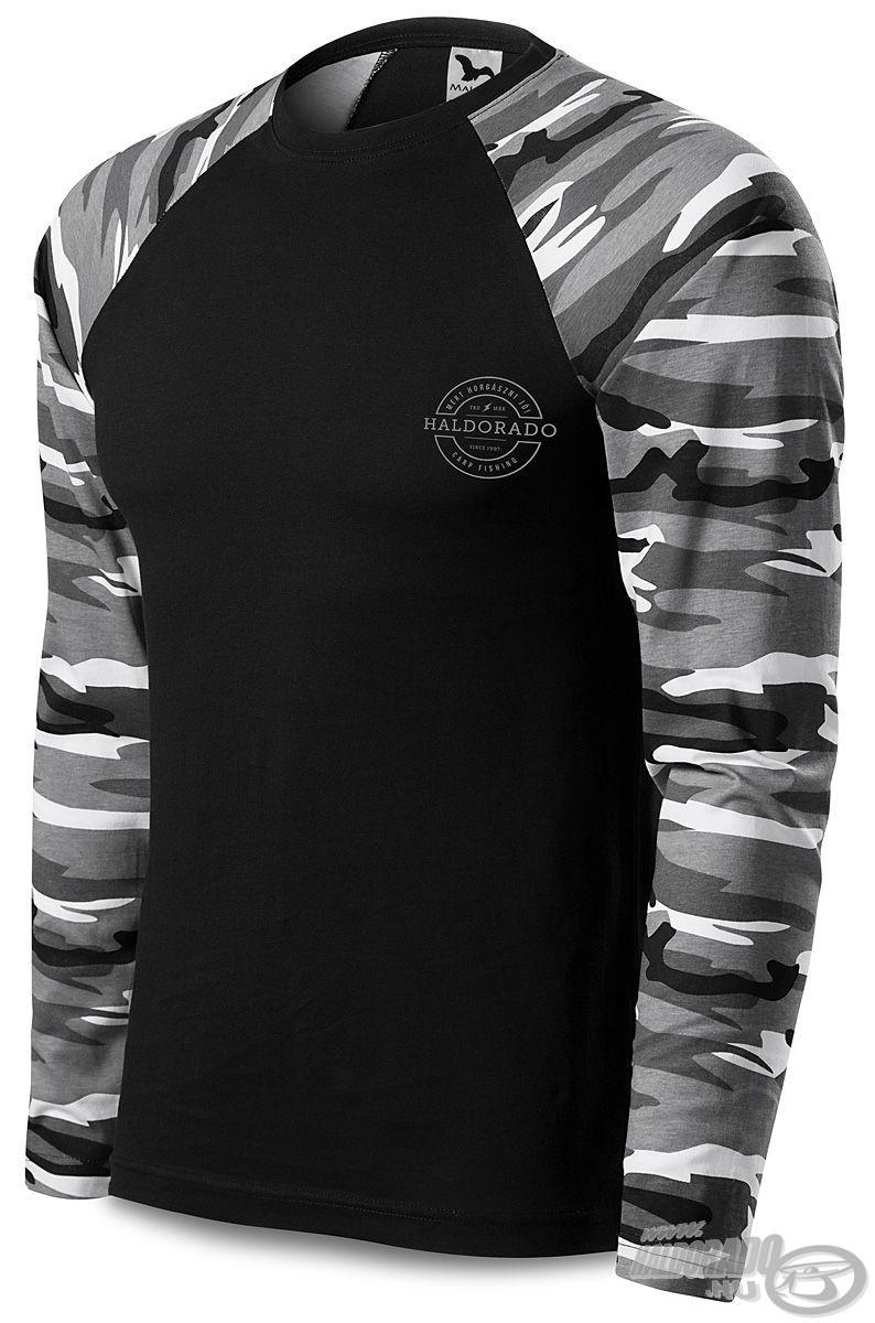 A ruha elsődleges ismérve a fekete alapú, terepszínű ujjakkal ellátott dizájn