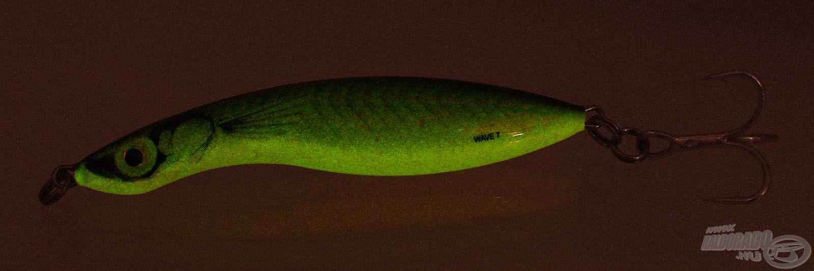 Ez a színváltozat igazi kuriózum, mivel sötétben látványos lumineszkáló zöld színt produkál