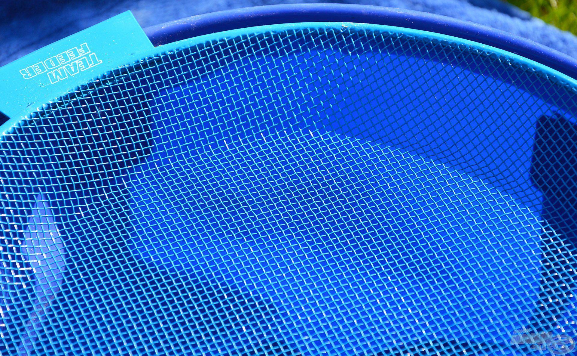 A 2,8 mm lukbőségű szita a finomszemcsés method kajákhoz, horgászföldekhez ideális
