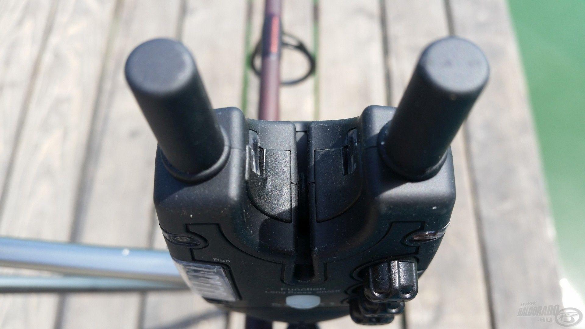 A jelzők felső része – ahol a bot is felfekszik – gumírozott, hogy nehezebben tudjon elcsúszni rajta a horgászbot