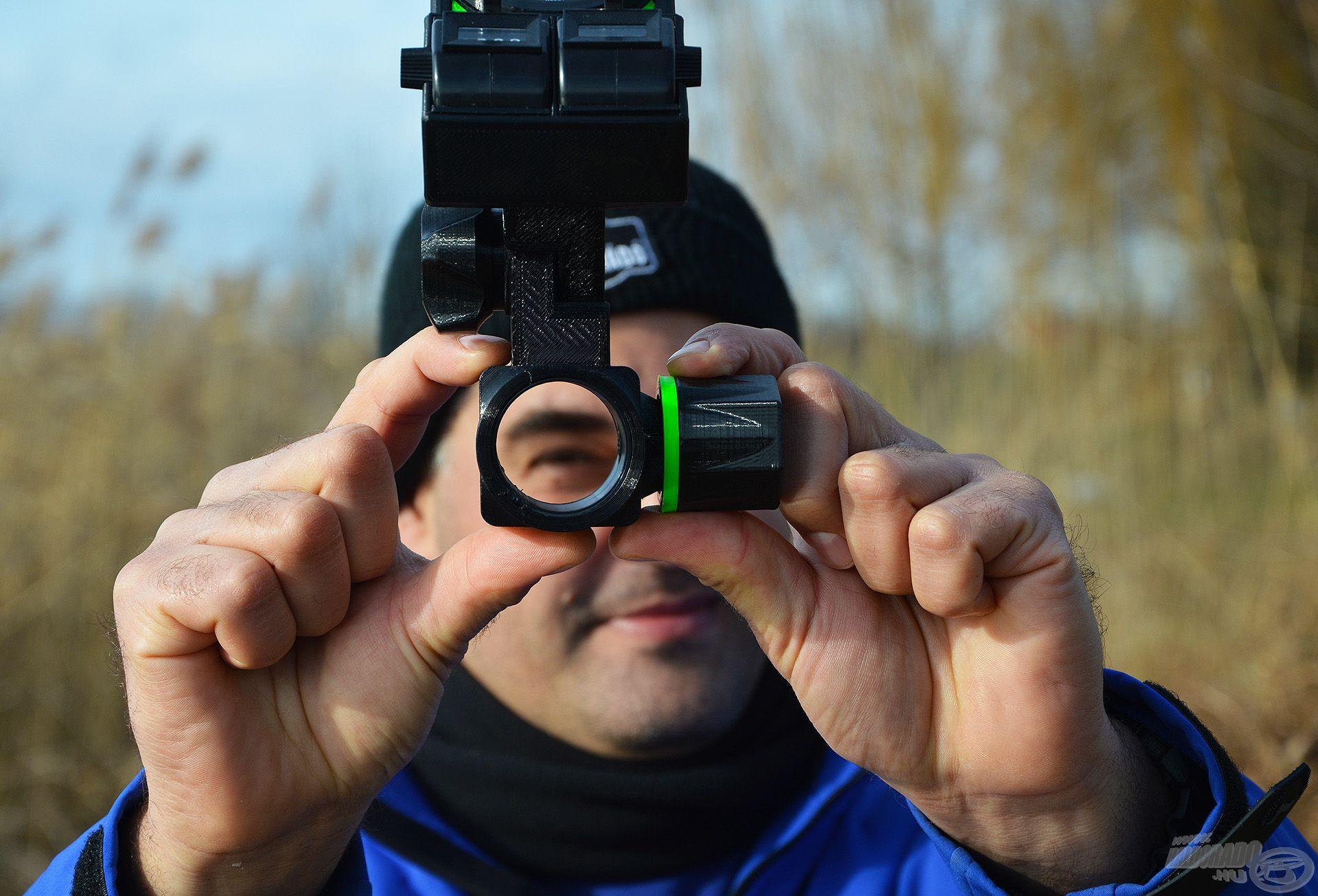36 mm-es hengeres lábra lehet felrakni ezt az eszközt
