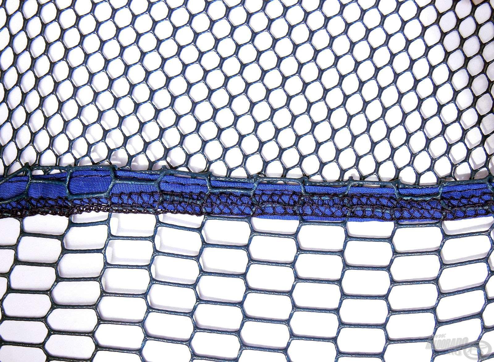 Ennél a fejnél is két eltérő lyukbőségű hálóanyag találkozik az erős varrásnál