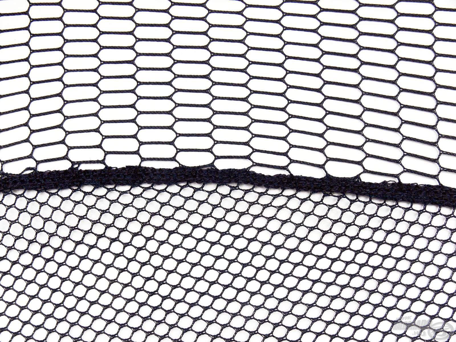 Nagy teherbírású hálószövet képezi a háló alapját, mely ennél a modellnél is oldalt közepes, alul pedig sűrű lyukbőségű